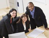 Executivos que trabalham no escritório fotos de stock royalty free