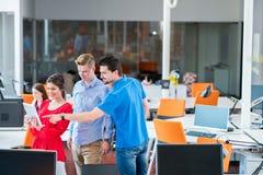 Executivos Startup do funcionamento do grupo imagem de stock royalty free