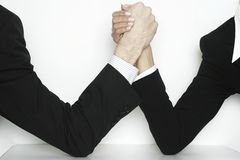 Executivos wrestling de braço Imagens de Stock Royalty Free