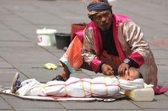 Executor da rua em Indonésia Fotos de Stock Royalty Free