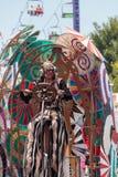 Executor de circo teatral Derrick Gilday imagens de stock