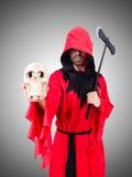 Executor no traje vermelho com o machado no branco Imagens de Stock
