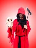 Executor no traje vermelho com o machado no branco Imagens de Stock Royalty Free