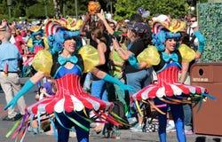 Executores coloridos da rua em Disneyworld Fotos de Stock