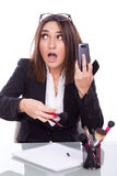Exekutivfrau mit Make-upbürsten stockfotografie