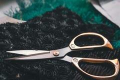 Exemplaar ruimtekader met het naaien van hulpmiddelen en toebehoren, traditionele zaken, fabriek, het concepten handwerk, werkpla royalty-vrije stock afbeeldingen