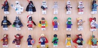 Exemplos de caráteres famosos do filme em Lego fotografia de stock royalty free