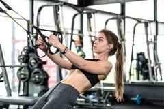 Exercício atlético da menina foto de stock