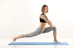 Exercício bonito da menina Imagem de Stock Royalty Free