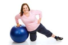 Exercício com esfera da aptidão Fotografia de Stock Royalty Free