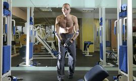 Exercício com peso. imagens de stock royalty free