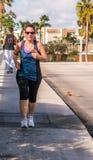 Exercício da mulher do nascido no Baby Boom foto de stock