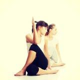 Exercício de dois womans foto de stock