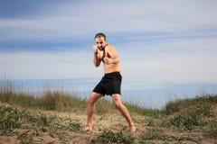 Exercício do instrutor das artes marciais exterior imagens de stock royalty free