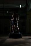 Exercício do martelo e do trator no Gym Fotos de Stock