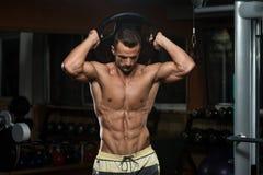 Exercício do tríceps com peso Fotografia de Stock