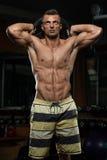 Exercício do tríceps com peso Foto de Stock