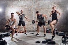 Exercício do treinamento da alta intensidade fotos de stock royalty free