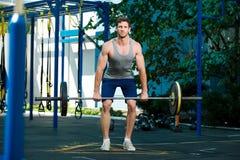 Exercício modelo dos esportes fora como parte dos pesos saudáveis fotografia de stock