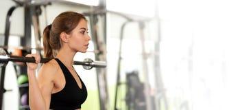 Exercício no gym fotografia de stock
