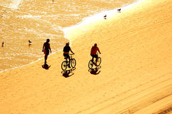 Exercício no nascer do sol na praia Fotos de Stock