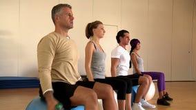 Exercícios da aptidão na ginástica video estoque