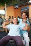 Exercícios do Dumbbell com aptidão Imagem de Stock Royalty Free