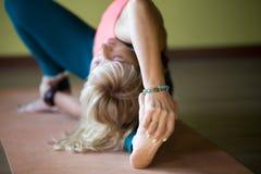 Exercícios para a flexibilidade Fotos de Stock Royalty Free