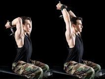Exercício atlético do homem Fotografia de Stock
