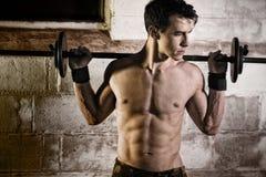 Exercício atlético do homem Fotos de Stock Royalty Free