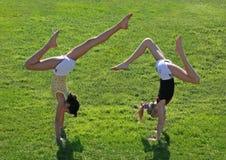 Exercício de duas meninas Foto de Stock Royalty Free