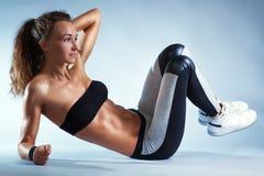 Exercícios abdominais Imagens de Stock Royalty Free