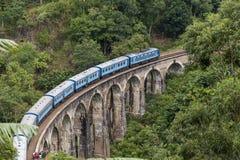 Exercez-vous sur le pont de neuf voûtes dans le pays de colline de Sri Lanka Images stock