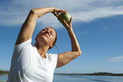 Exercice aérobie de femme mûre Photo stock