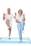 Exercice aîné de couples Photo stock