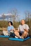 Exercice asiatique aîné de couples Photos stock
