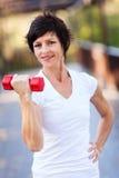 Exercice avec l'haltère Photographie stock libre de droits