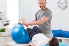 Exercice avec la grande boule Image libre de droits