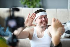 Exercice d'enregistrement de sportif de sourire pour le blog de sport images libres de droits