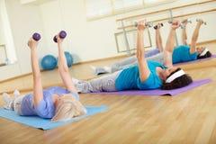 Exercice dans le gymnase Image stock