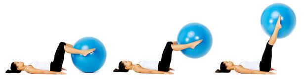 Exercice de bille de Pilates images libres de droits