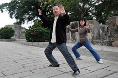Exercice de Chi de Tai sur la côte de Guia/forteresse de Guia dans Macao Chine Images libres de droits