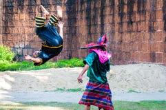 Exercice de combattants pour la démonstration traditionnelle thaïlandaise d'art martial Photos libres de droits
