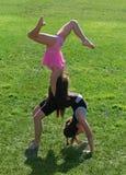 Exercice de deux petites filles Photographie stock libre de droits