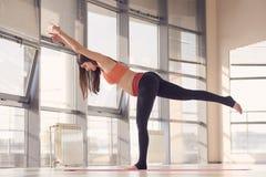 Exercice de femme enceinte Images stock
