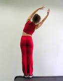 Exercice de fille dans le club de santé photo libre de droits