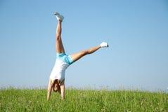 Exercice de forme physique de jeune femme Image libre de droits
