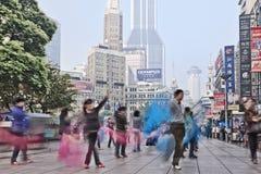 Exercice de groupe de matin à Changhaï, Chine Images stock