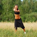 Exercice de jeune femme photos stock