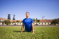 Exercice de jeune homme Photographie stock